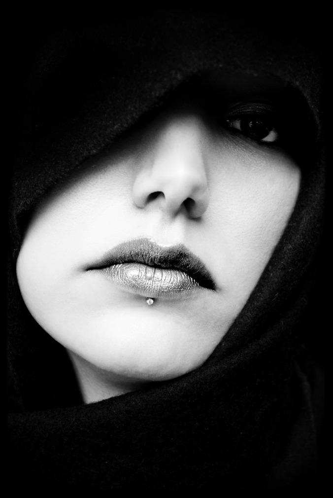 Por Guguis. (Disponível em: https://pixabay.com/en/mouth-face-portrait-ms-girl-603273/)