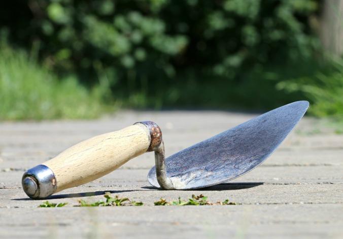 Por Klinkin. (Disponível em: https://pixabay.com/en/trowel-spatula-construction-mason-1501487/)