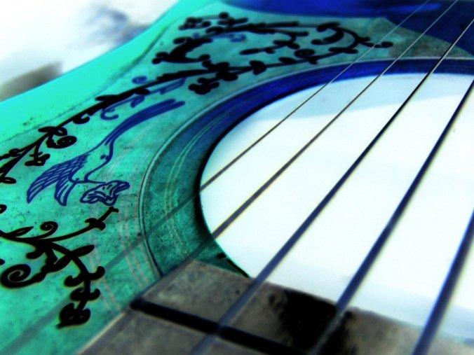 violão poligrafia caixas de sobra.jpg
